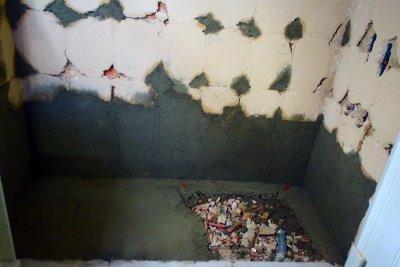 preparación de pared para quitar bañera y poner plato de ducha
