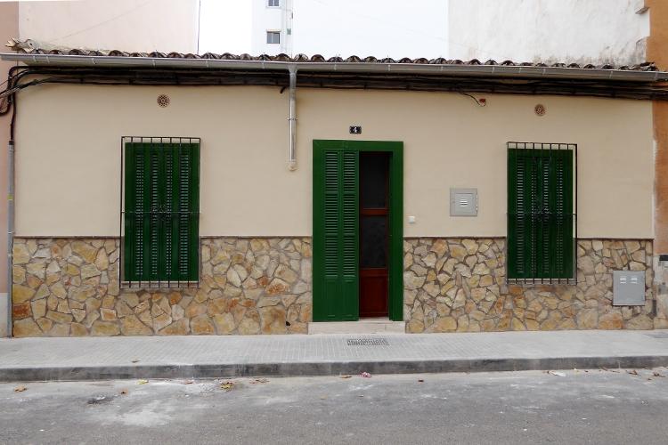 Fachada casa pueblo