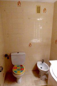 estado inicial del baño antes de la reforma