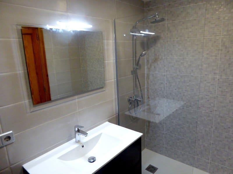 reforma de baño, mampara, lavabo y plato de ducha