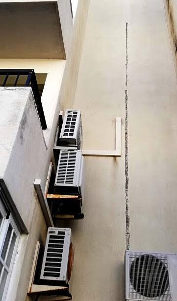 Grietas en junta de dilatación de fachada